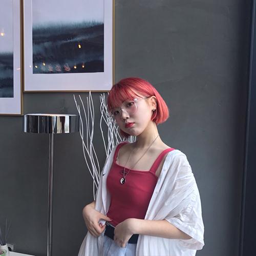 0ing_ddoing, Korean Youtuber and social media influencer in a red short bob