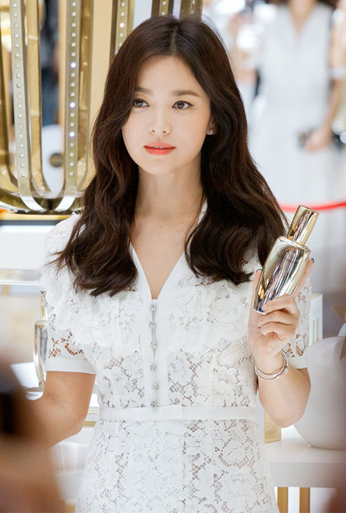 Song hye kyo with korean trendy perm at sulwhasoo event