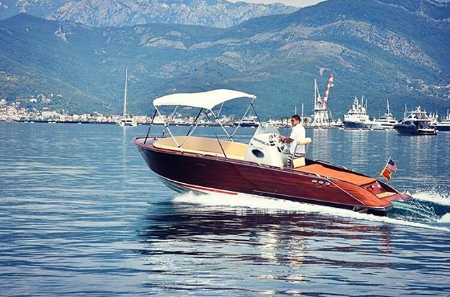 AUTORE 750SD available for full day charters and for sale. Book a boat and explore the Bay🌊☀️⚓️🛥 For more details, please kindly contact us at info@mwtribs.com or +38269973737.  #boatsforsale #boatsales #montenegro #bokabay #boatcharter #boatrental #portomontenegro #portonovi #lusticabay #mwtribs