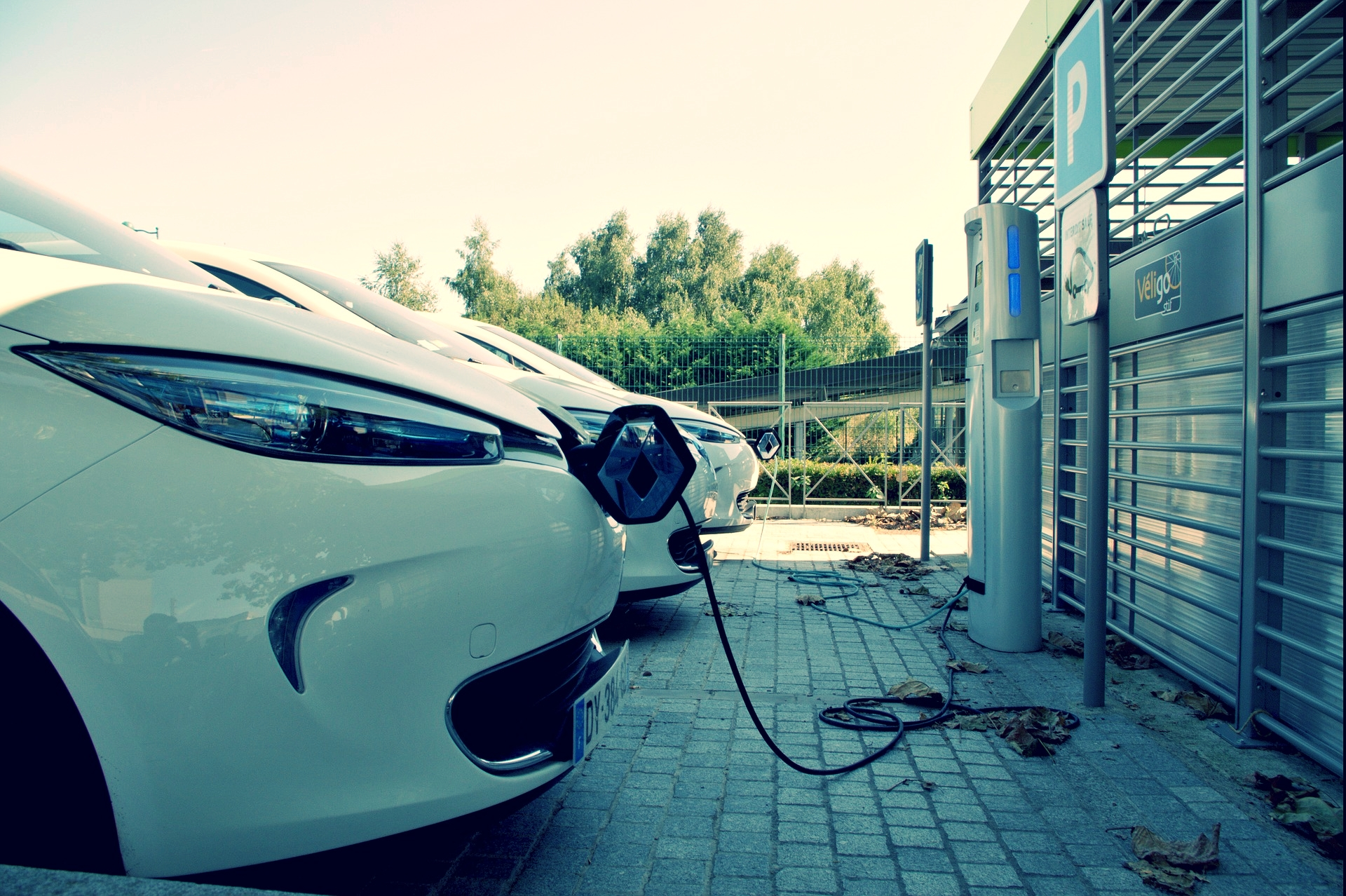 There are over 7000 charging points in the UK -