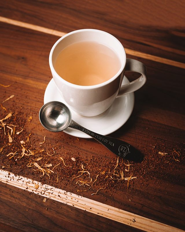 Our Bourbon Street Vanilla Rooibos is an exceptionally smooth herbal tea with mysterious character and subtle notes of fresh vanilla. Perfect on this cloudy day. 💫  Rooibos, otherwise known as red tea, is grown commercially only in South Africa's Cederberg district. Harvested for millennia by the indigenous San people, Rooibos tea is rich in minerals, vitamins, and antioxidants. 🌱🍵