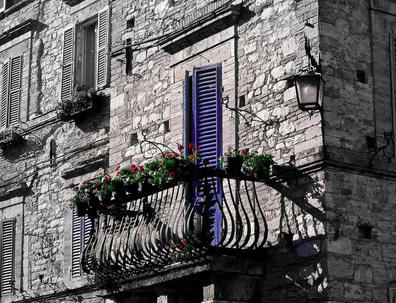 Assisi_Balcony with Flowers_1280.jpg