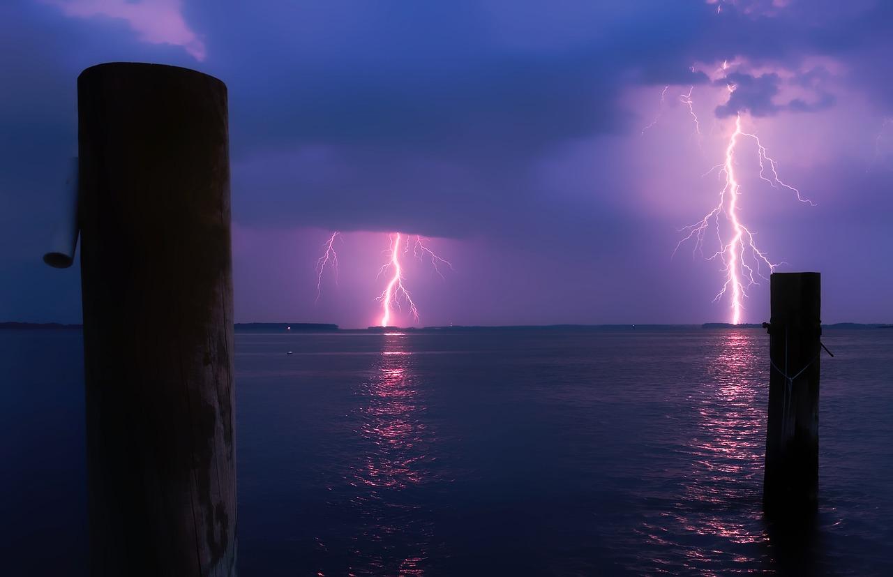 Lightning over Water_1280.jpg