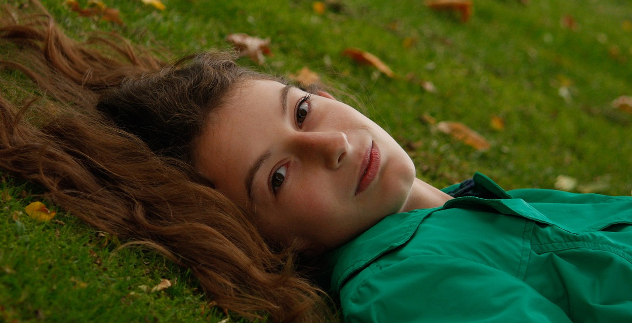 Girl in Grass_1280.jpg