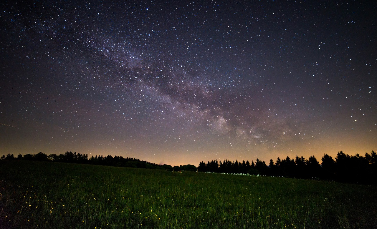 Milky Way over Summer Field_1280.jpg