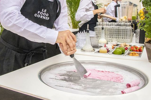 La semaine s'annonce très chaude 🔥 nos @iceroll sur plaque à -30°C seront parfaites pour vos after work🍦 . . . . . . . . . . . . . #LeFoodCorner #FoodCorner #Food #Foodporn #event #events #evenementiel #traiteur #traiteurparis #animation #Foodtruck #Stand #afterwork #party #Paris #summer #summer2019 #iceroll #ice #yummy #canicule #holidays #afterwork