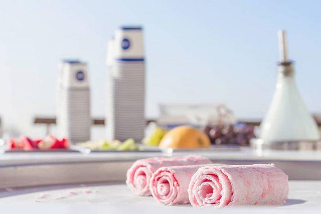 Une petite glace iceRoll pour bien finir la journée ? 😌🍦 . . . . . . . . . . . #LeFoodCorner #FoodCorner #Food #Foodporn #event #events #evenementiel #traiteur #traiteurparis #animation #Foodtruck #Stand #afterwork #party #Paris #summer #summer2019 #iceRoll #ice #icecream #Paris #view