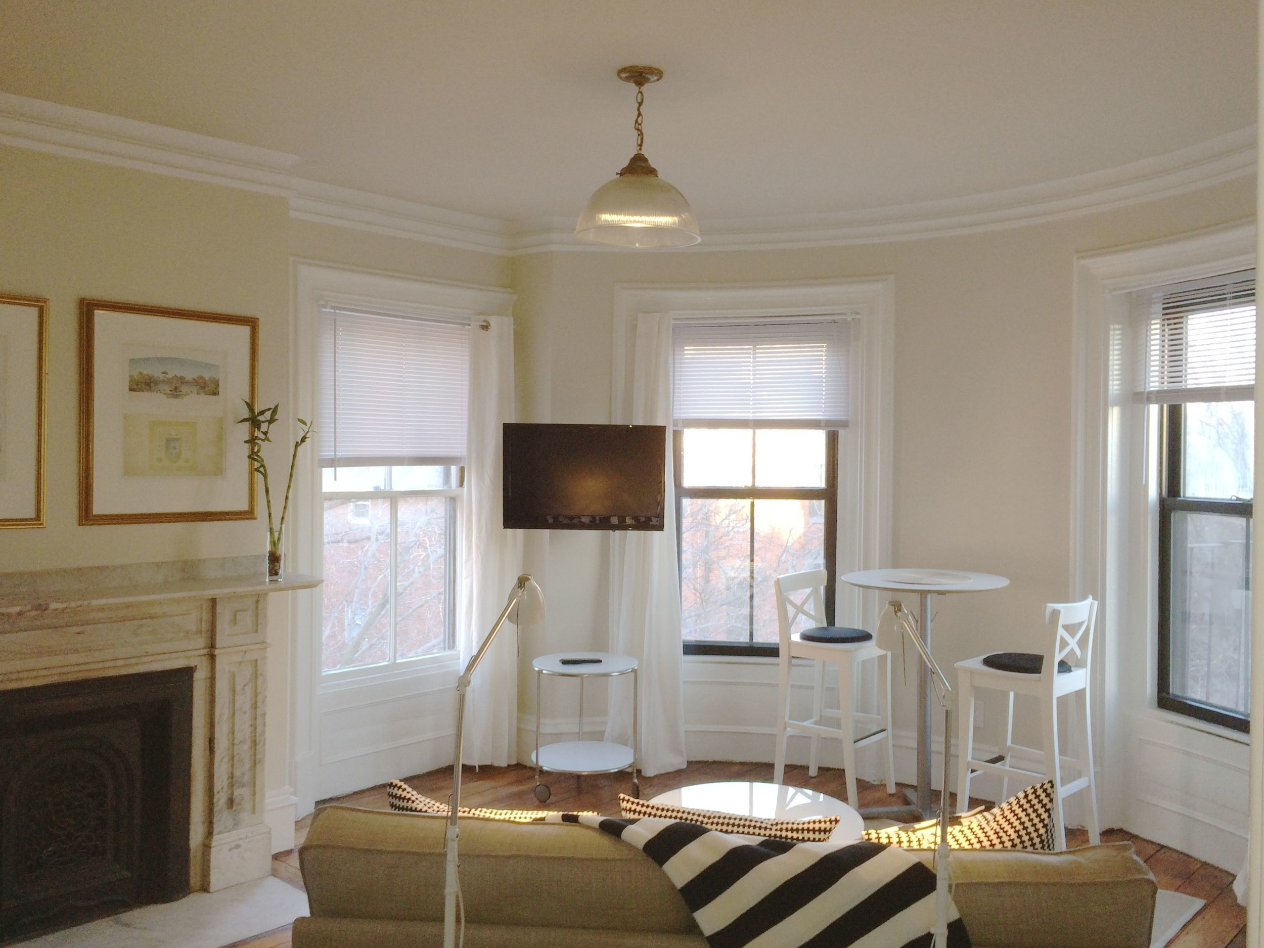 Boutique South End $4,800 per month   Streaming sunlight in the south facing gem. Small one bed-nook plus bonus space.