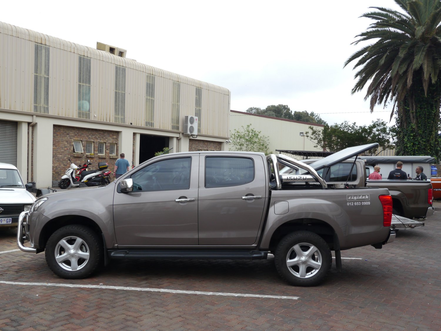Rigidek Laderaumabdeckung - Isuzu D-Max - Double Cab mit Sports Bar 1000.JPG