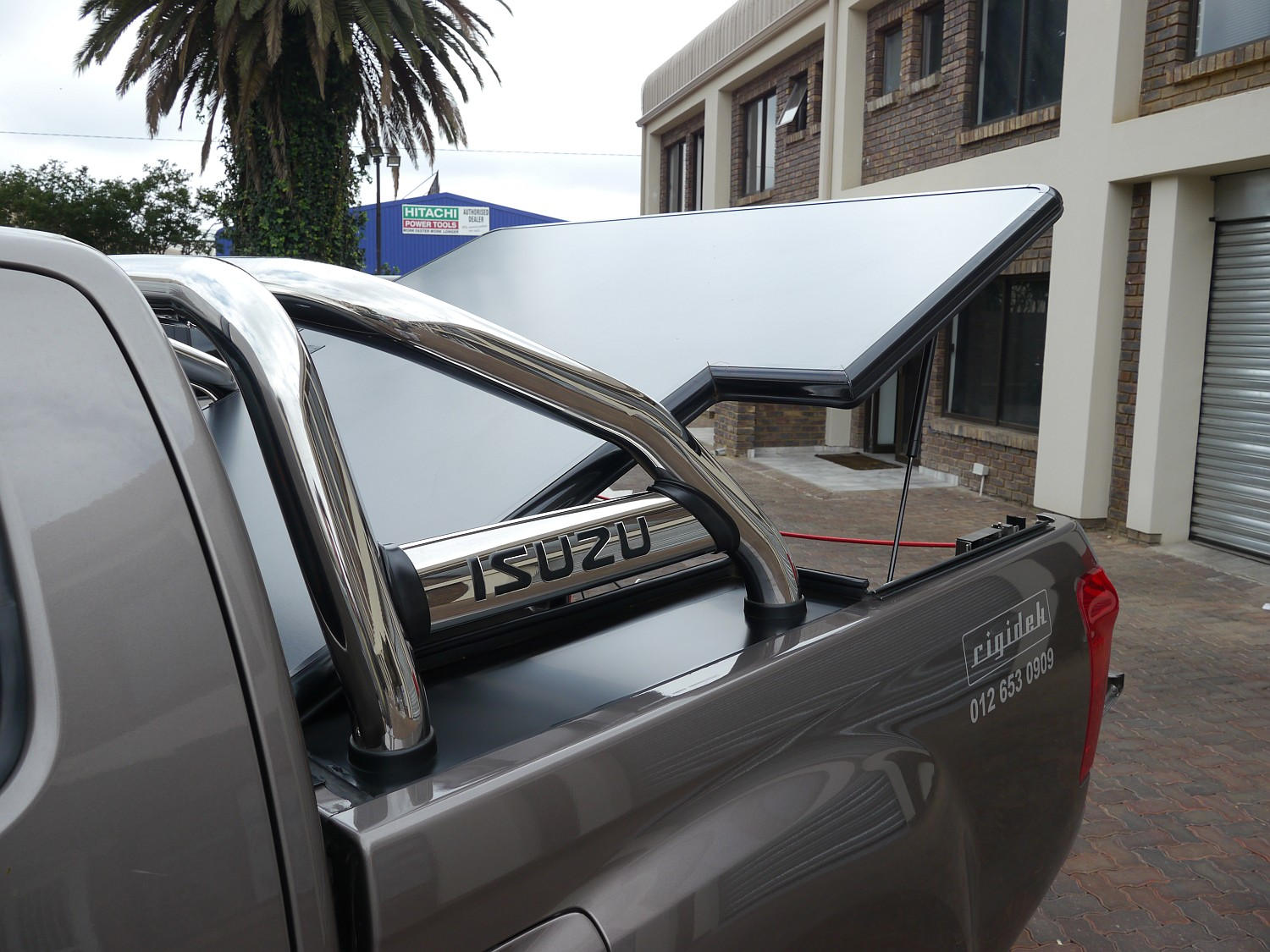 Rigidek Laderaumabdeckung - Isuzu D-Max - Double Cab mit Sports Bar 1002.JPG