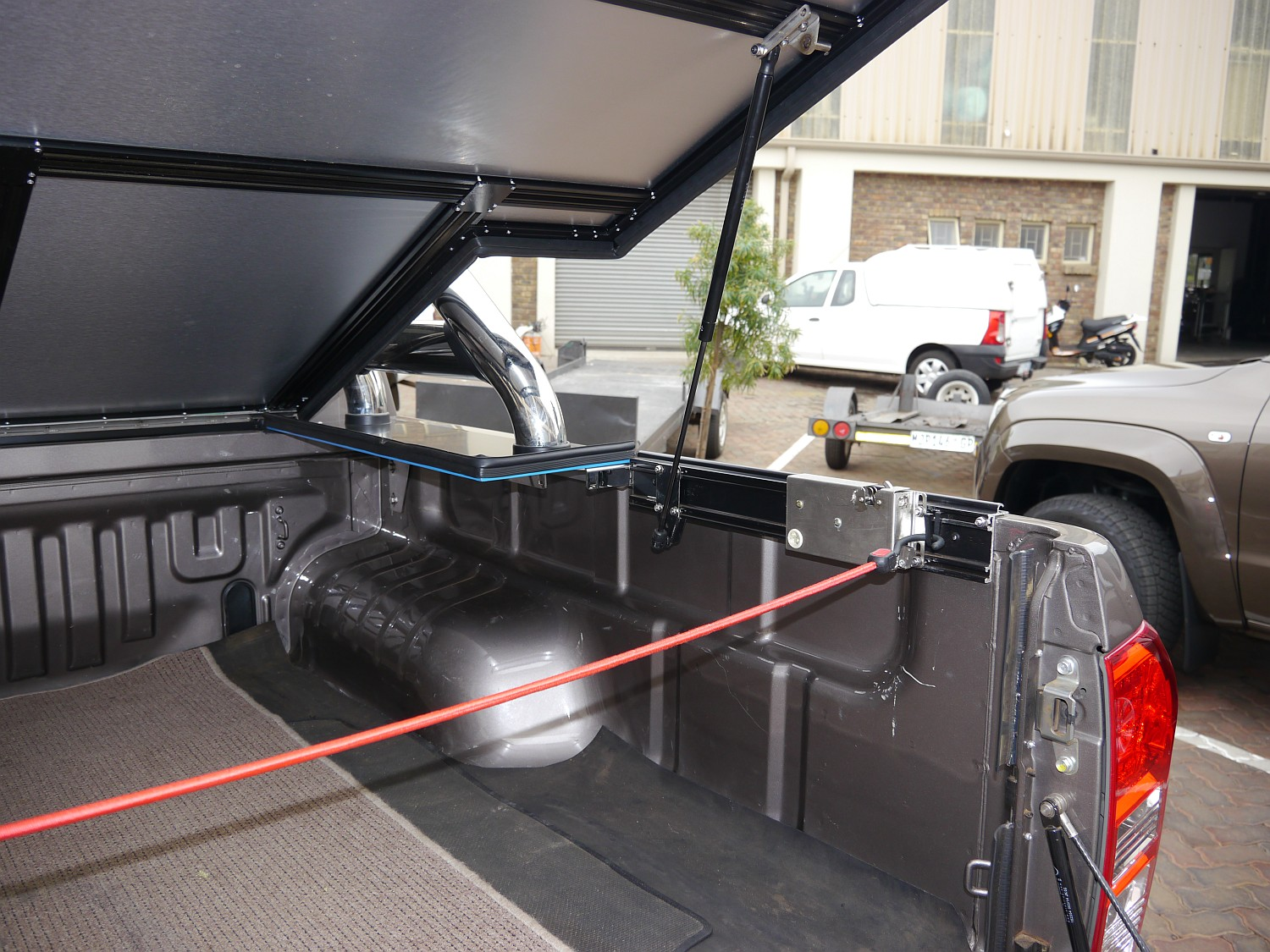 Rigidek Laderaumabdeckung - Isuzu D-Max - Double Cab mit Sports Bar 1004.JPG