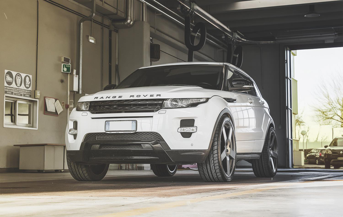 Range-Rover-Evoque-with-Fondmetal-STC-02-wheels-1