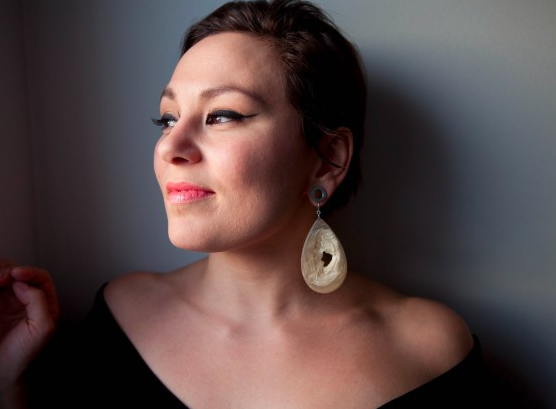 article - artiste inuit   tanya tagaq  . voir aussi youtube pour écouter son chant   traditionel .