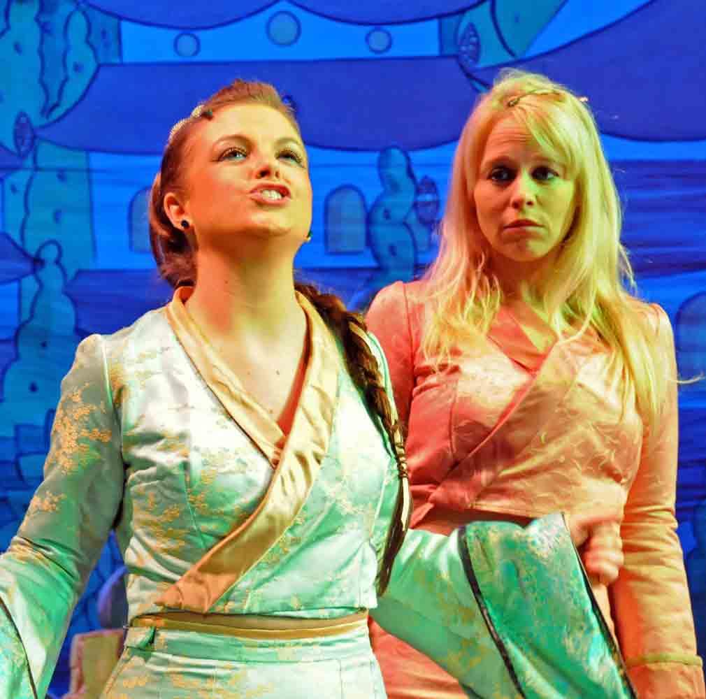 Princess (Robyn) & So Shi (Jessica)