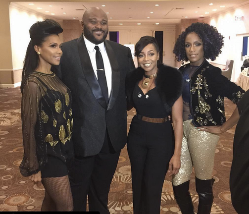 Icons Moment! The delightful American singing stars  En Vogue  posing behind stage with  American Idol  superstar  Ruben Studdard .  The ladies are featuring a pair of Gold pants by our German designer  Felice Art Couture  and a belt by our American designer @marie westwood. Styled by @catrece   Fashion Provided By  #IvanBittonStyleHouse