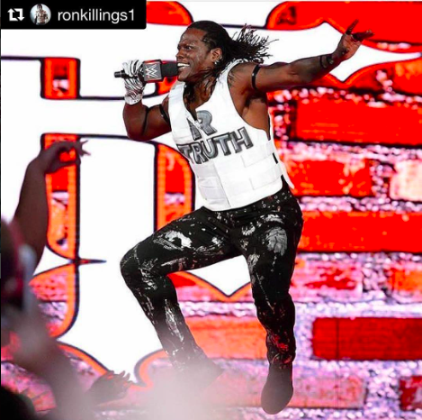 LIVE! @wwe Superstar  @ronkillings1 pleasing his millions of fans while wearing pants by our designer  @barabas_men Styled by  #teambitton  @ivanbitton Fashion Provided by  #ivanbittonstylehouse  #ootd  #style  #fashiondesigner  #barabas  #wwe  #celebrity