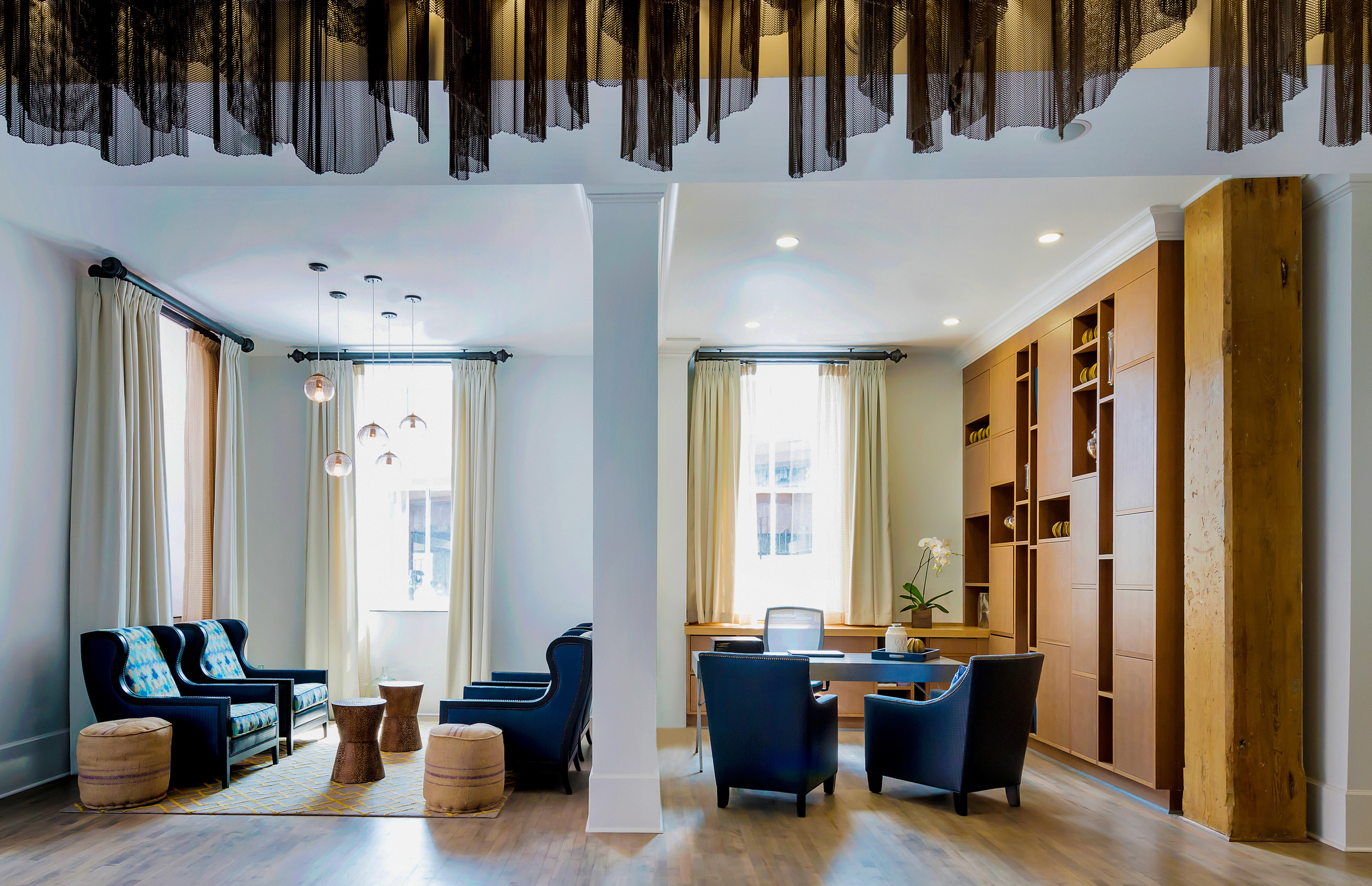Hotel Indigo Savannah Historic District_SAVID_Lobby_Concierge.jpg