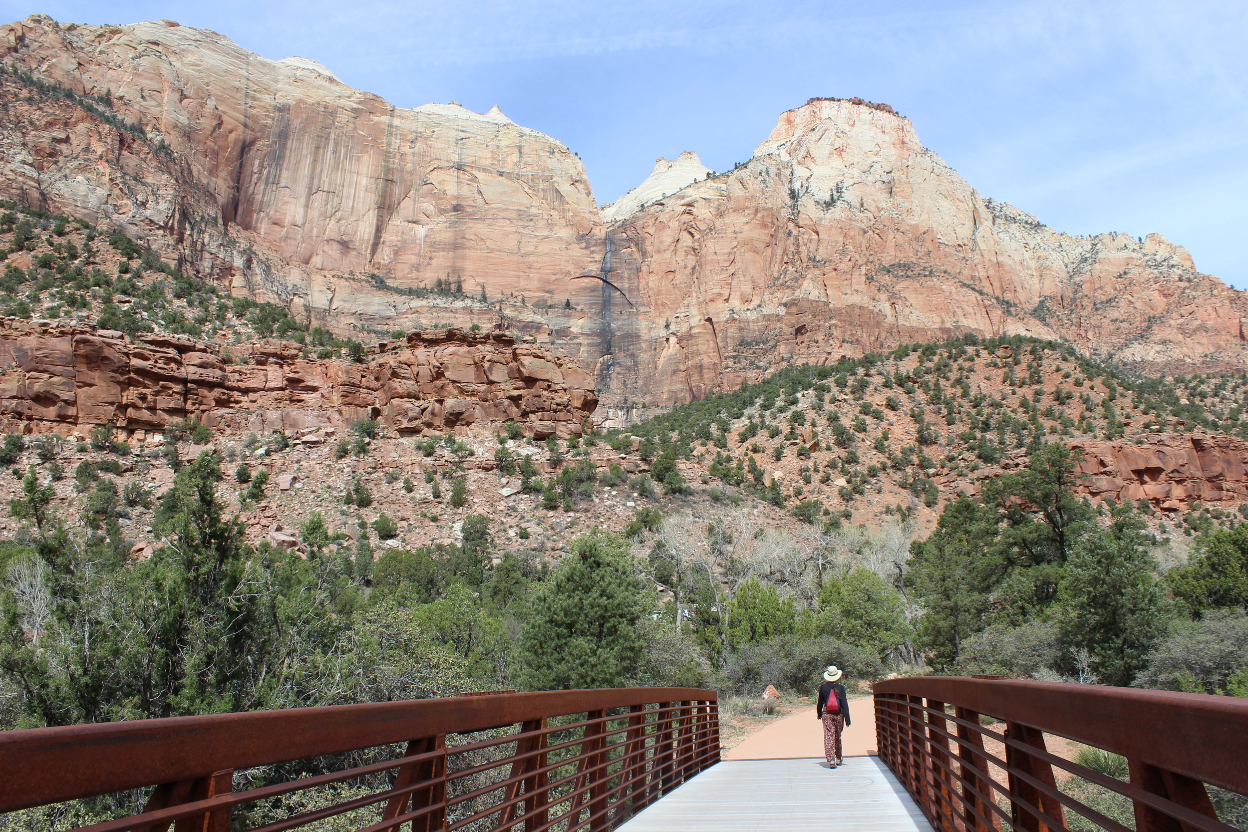 Women walks along the Pa'rus trail