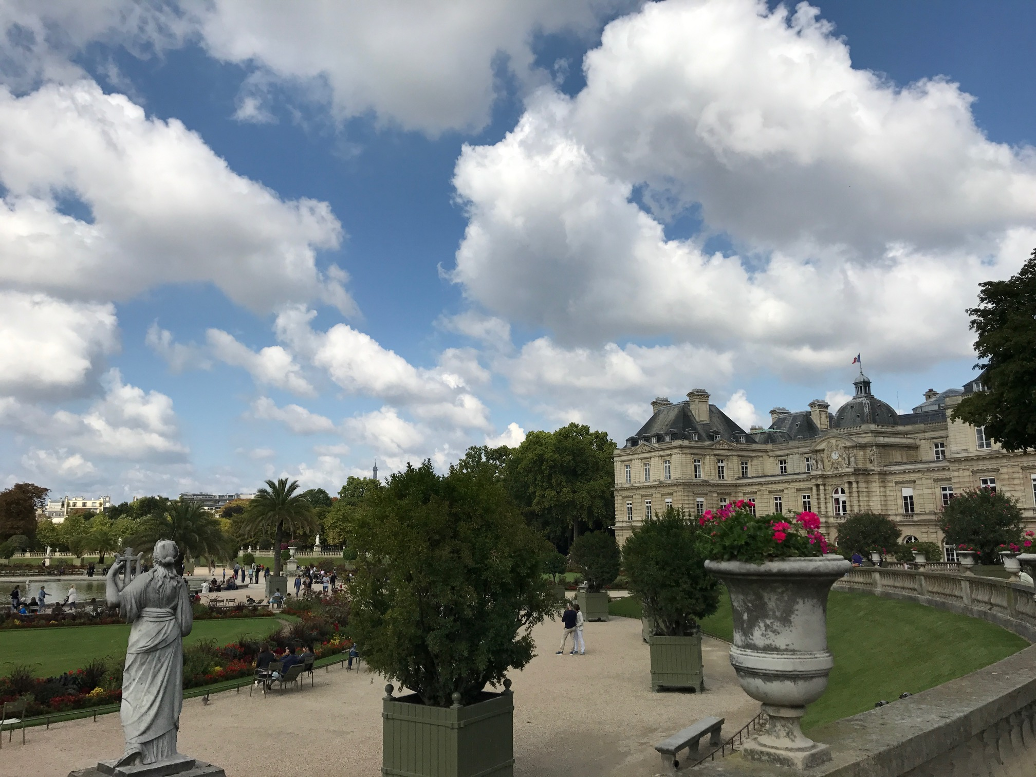 Paris is insanely beautiful (Jardin du Luxembourg)