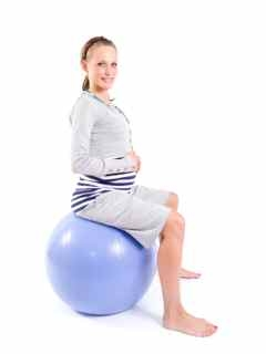 xpregnant-woman-on-fitness-ball.jpg.pagespeed.ic.Mbr17NTZf2.jpg