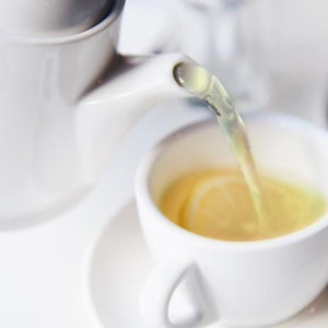 Lemon Green Tea:  A fresh compound of green tea and lemon fragrances. Wonderful to use in the kitchen .