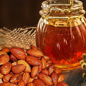 Honey Almond: Soothing honey, oatmeal and almond notes make one of our most popular fragrances.