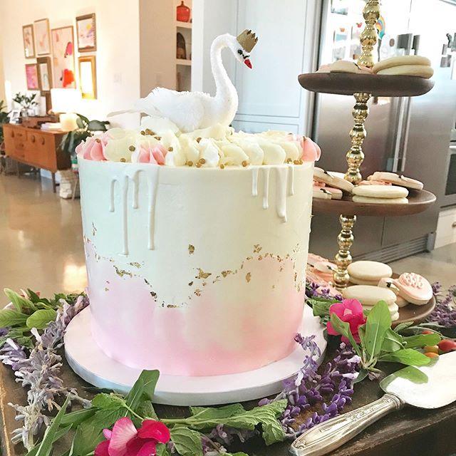 BABY SHOWER CAKE. 😍