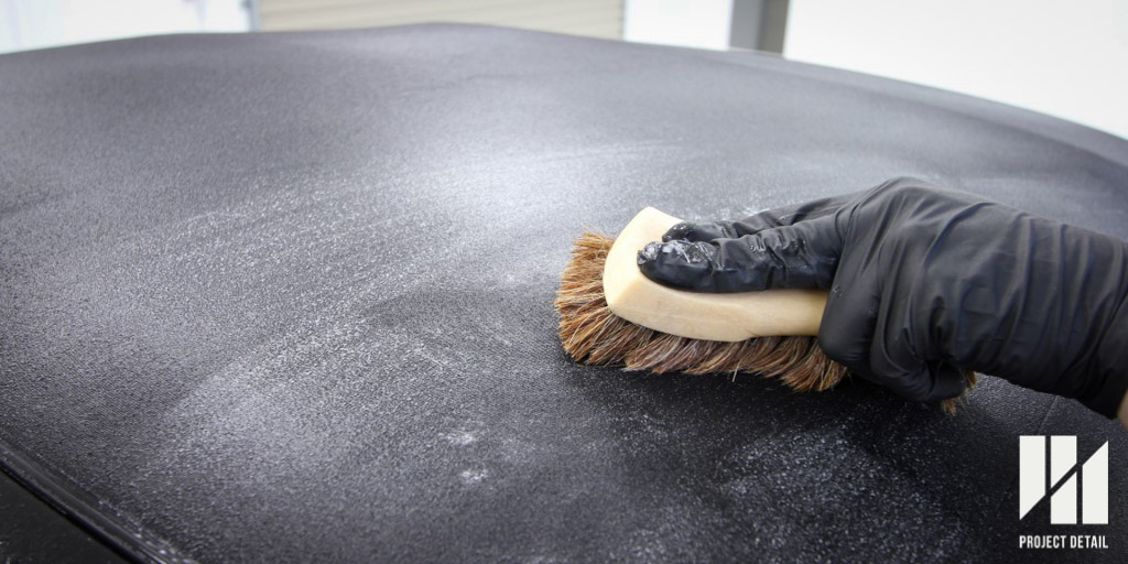 Cleaning Fabric on a fabric convertible roof with a suitable brush
