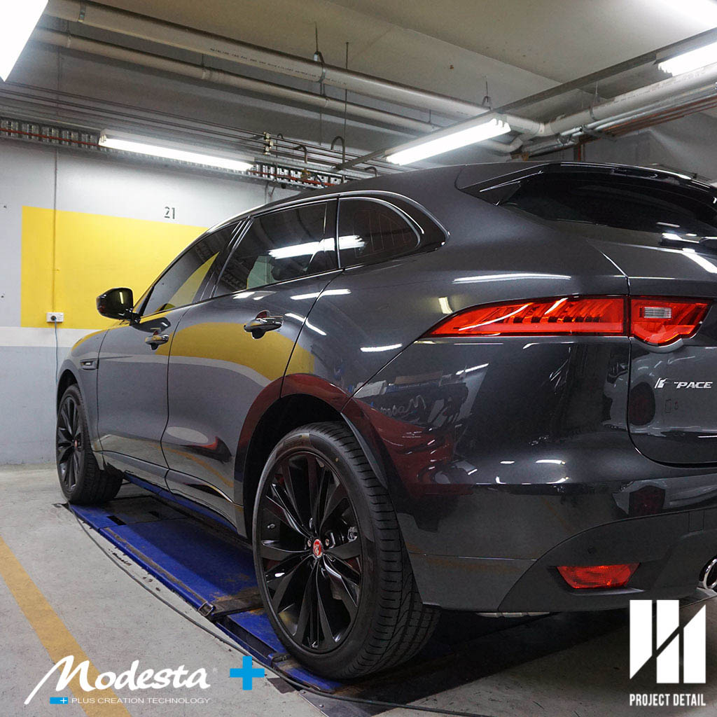 The Jaguar F Pace's paint correction is completed, the paintwork is already more glossy and luminous.