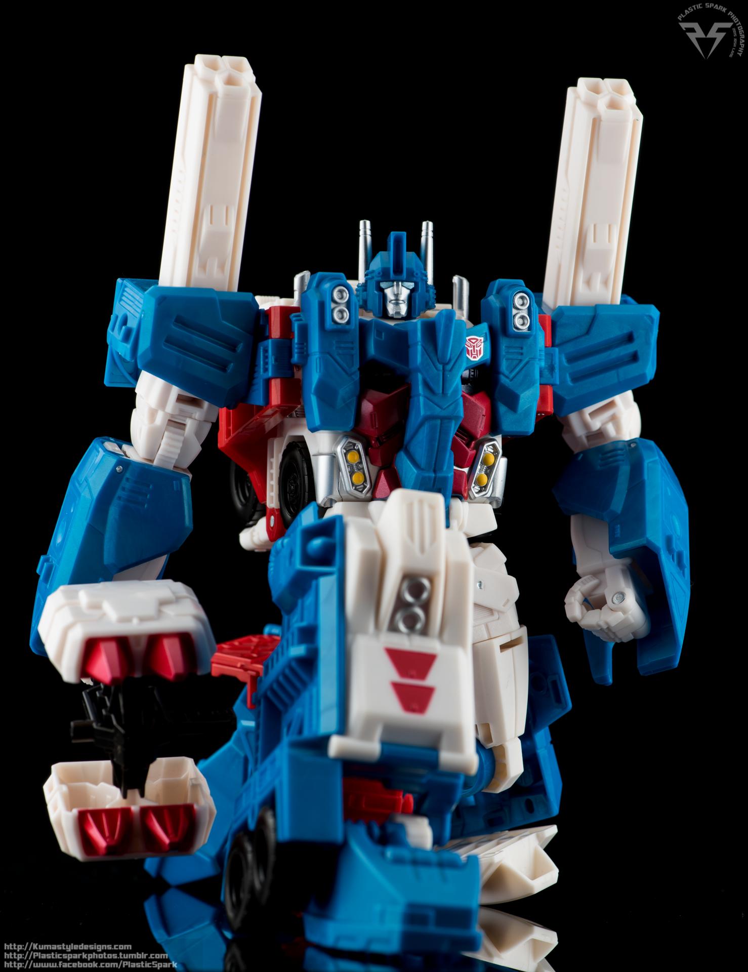 Combiner-Wars-Ultra-Magnus-(11-of-13).png