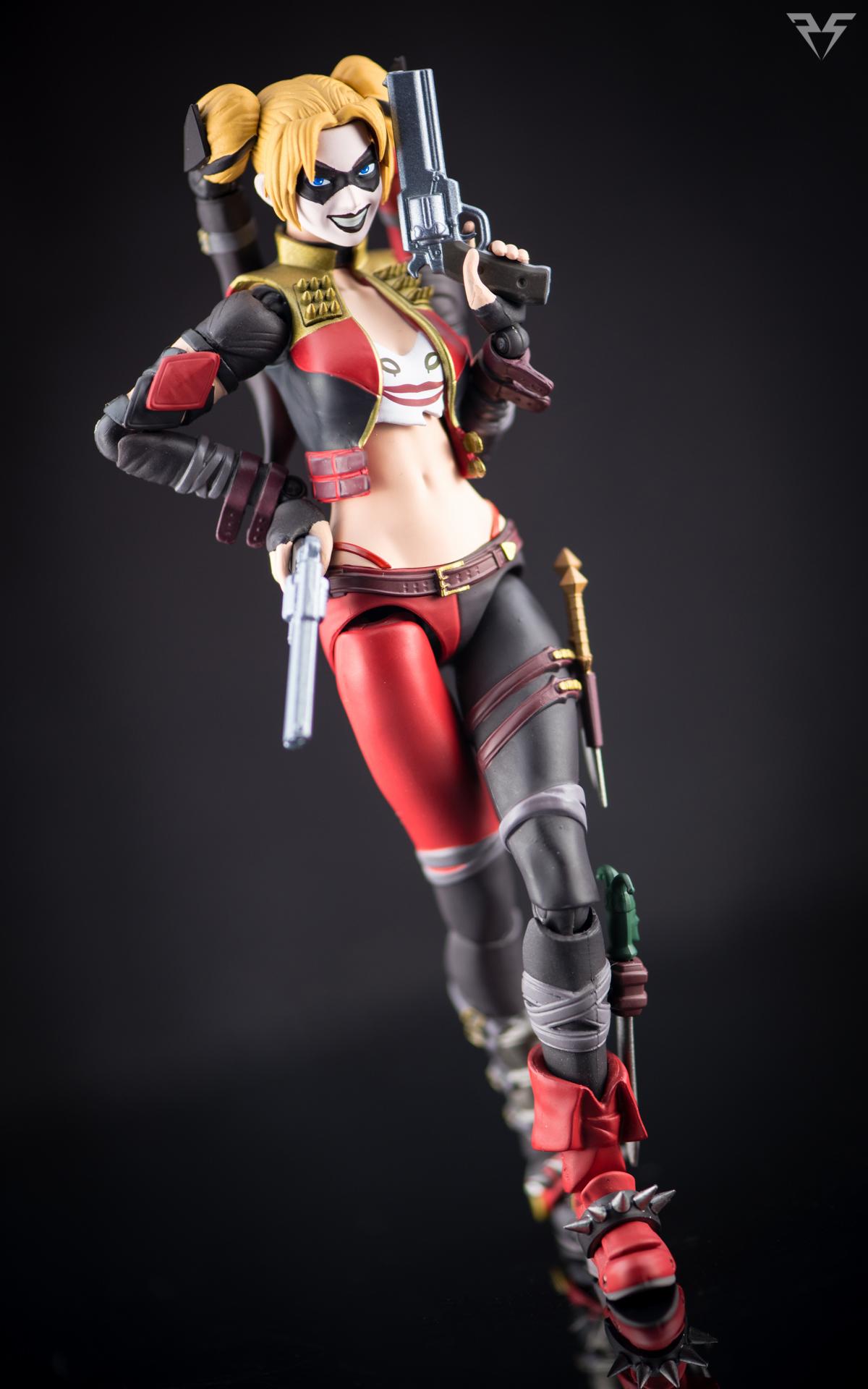 Figuarts Harley Quinn-3.jpg