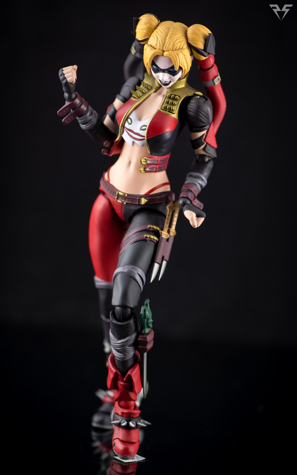 Figuarts Harley Quinn-11.jpg