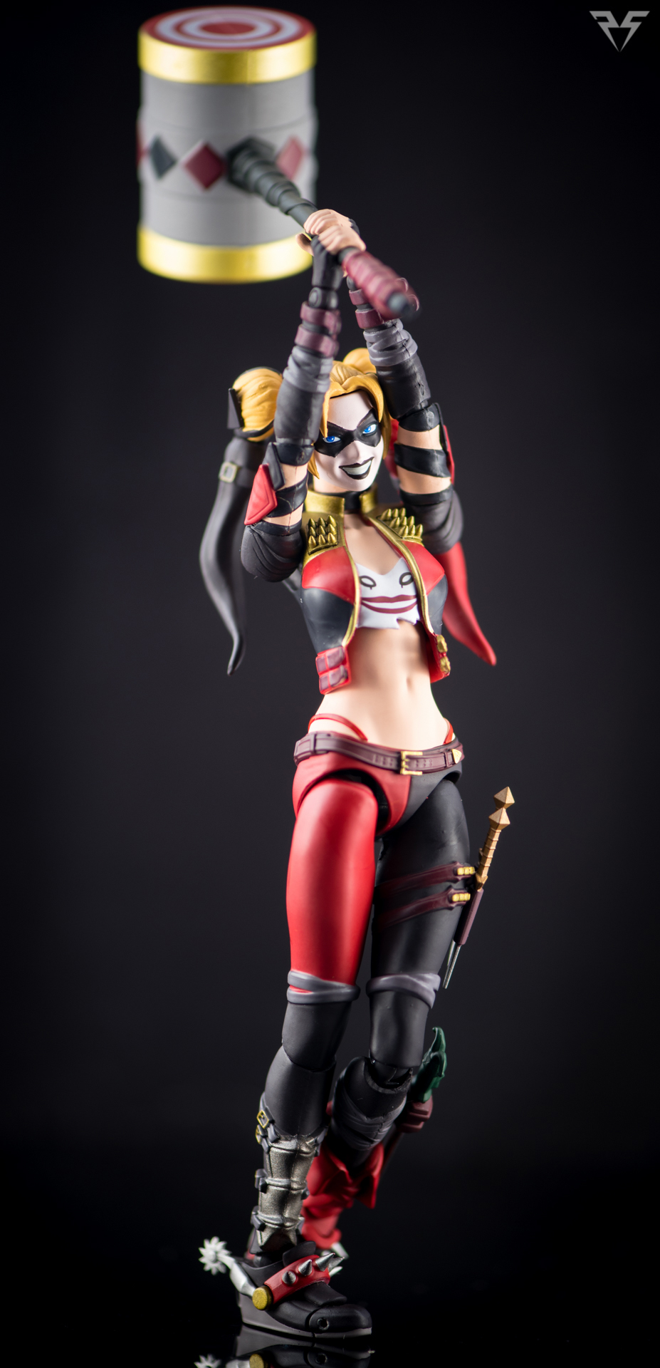 Figuarts Harley Quinn-16.jpg