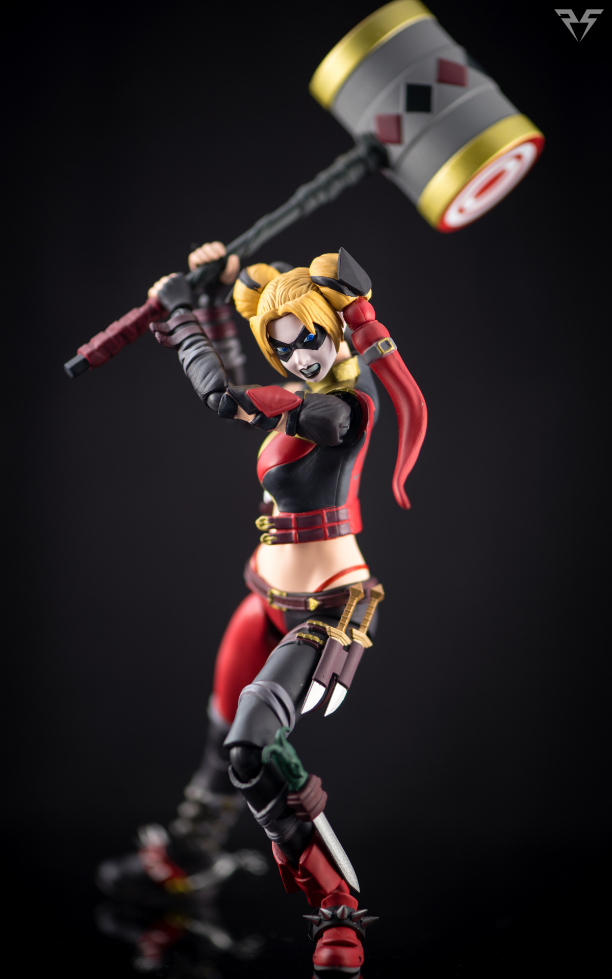 Figuarts Harley Quinn-17.jpg