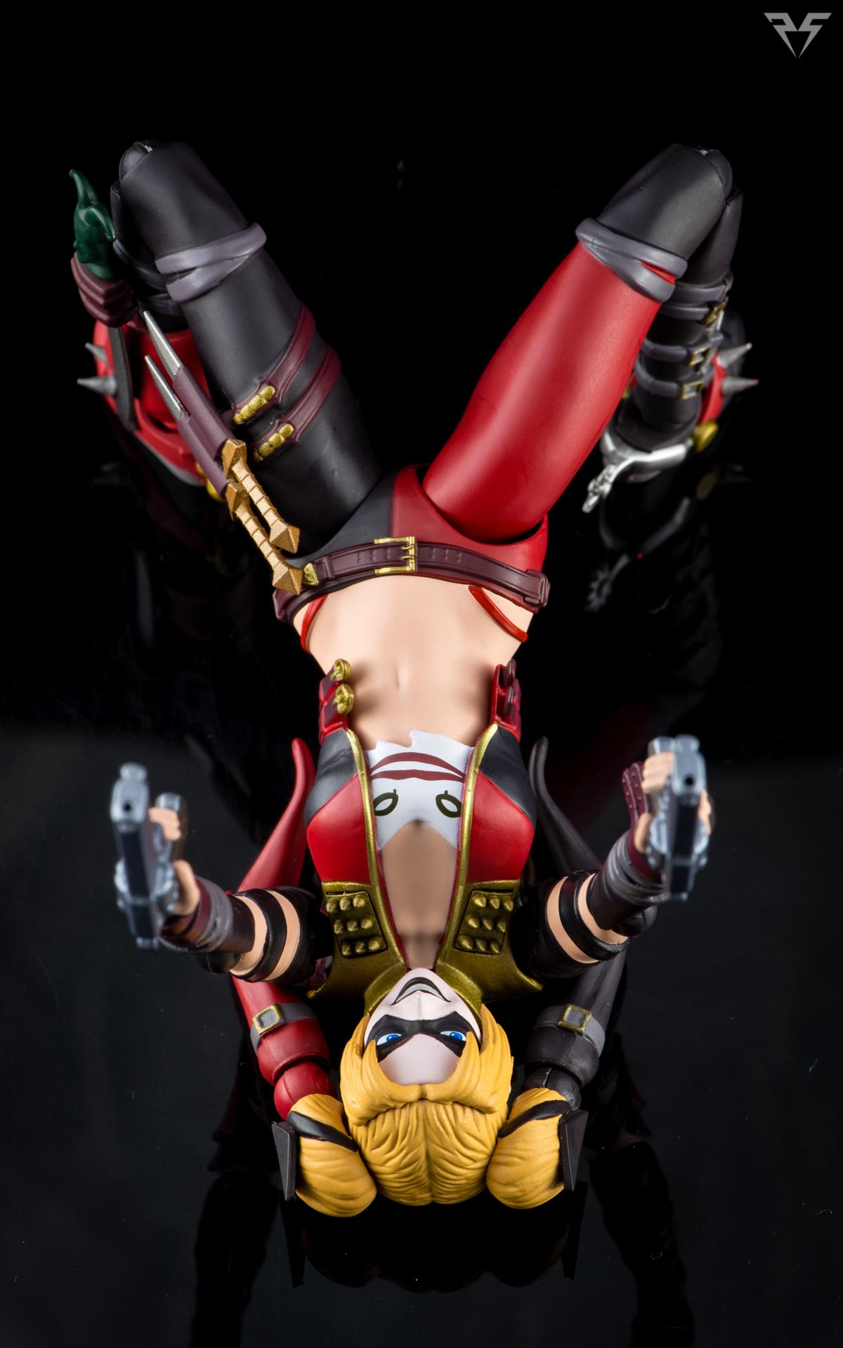 Figuarts Harley Quinn-26.jpg
