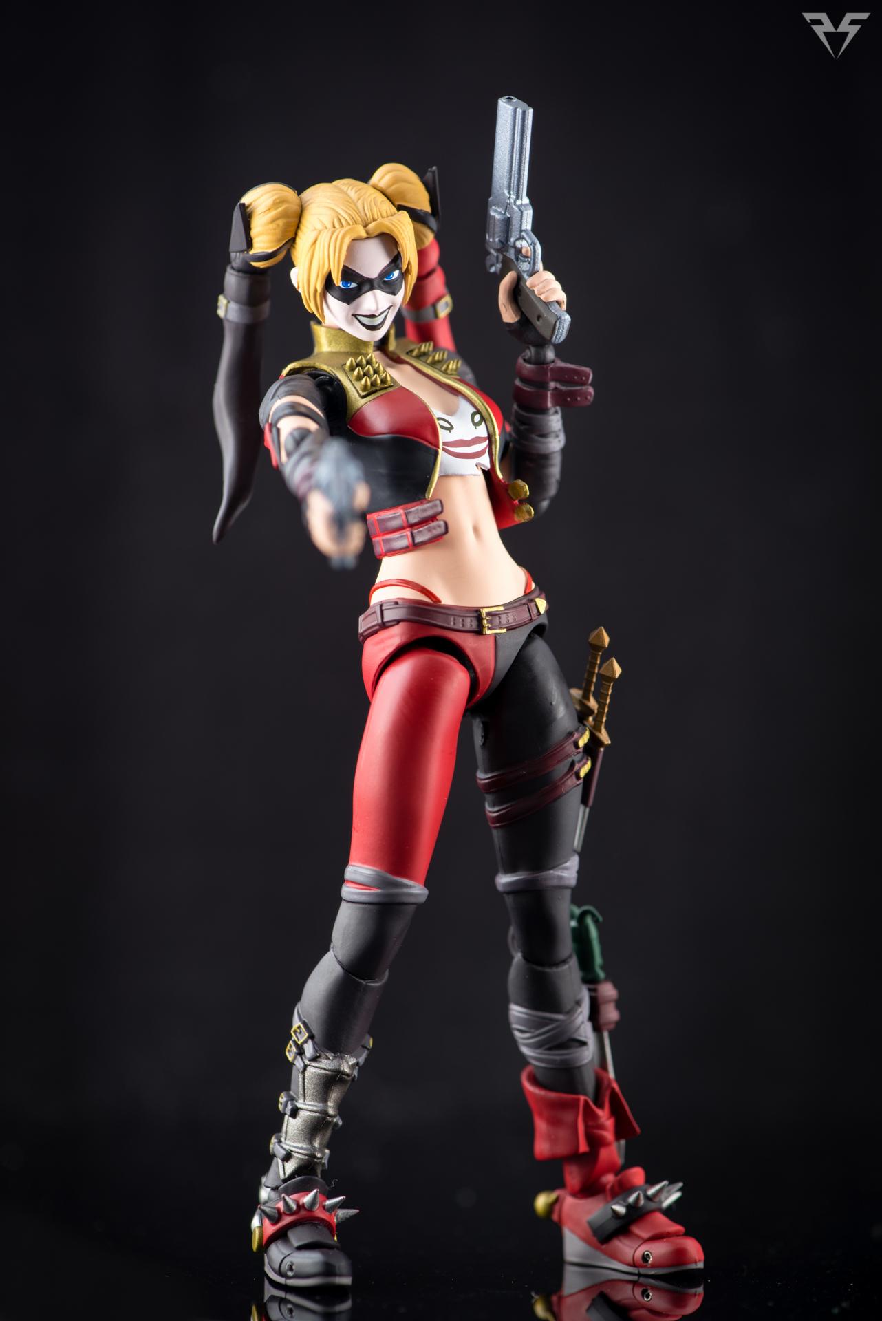 Figuarts Harley Quinn-27.jpg