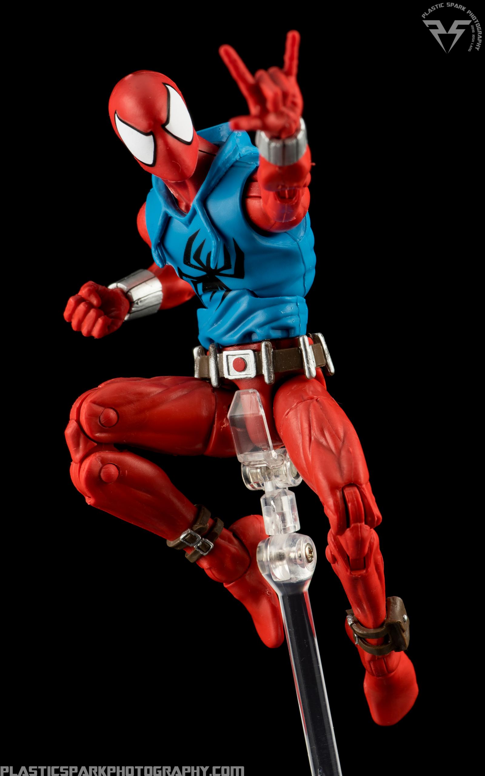 Marvel-Legends-Scarlet-Spider-(7-of-11).png