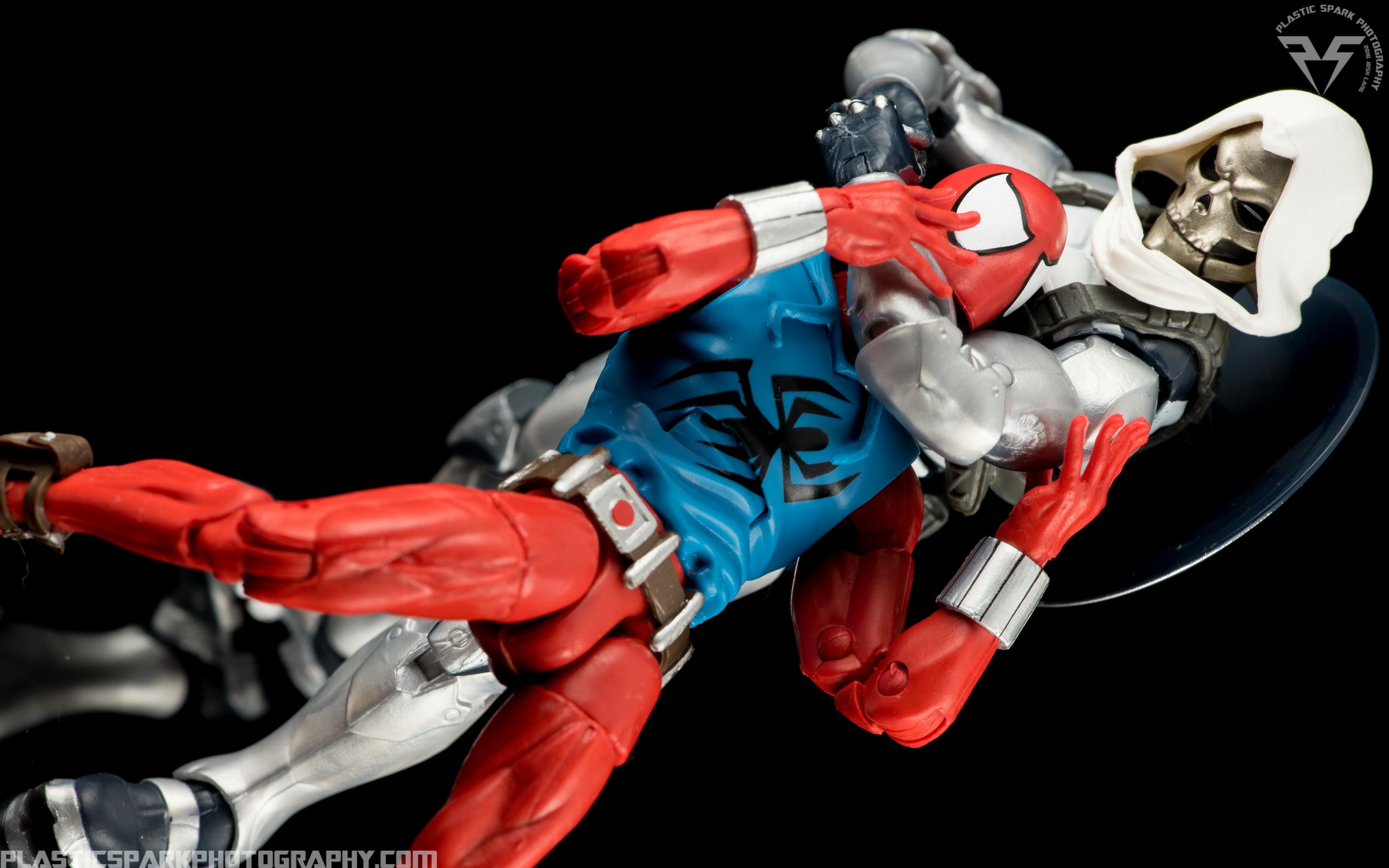 Marvel-Legends-Scarlet-Spider-(10-of-11).png