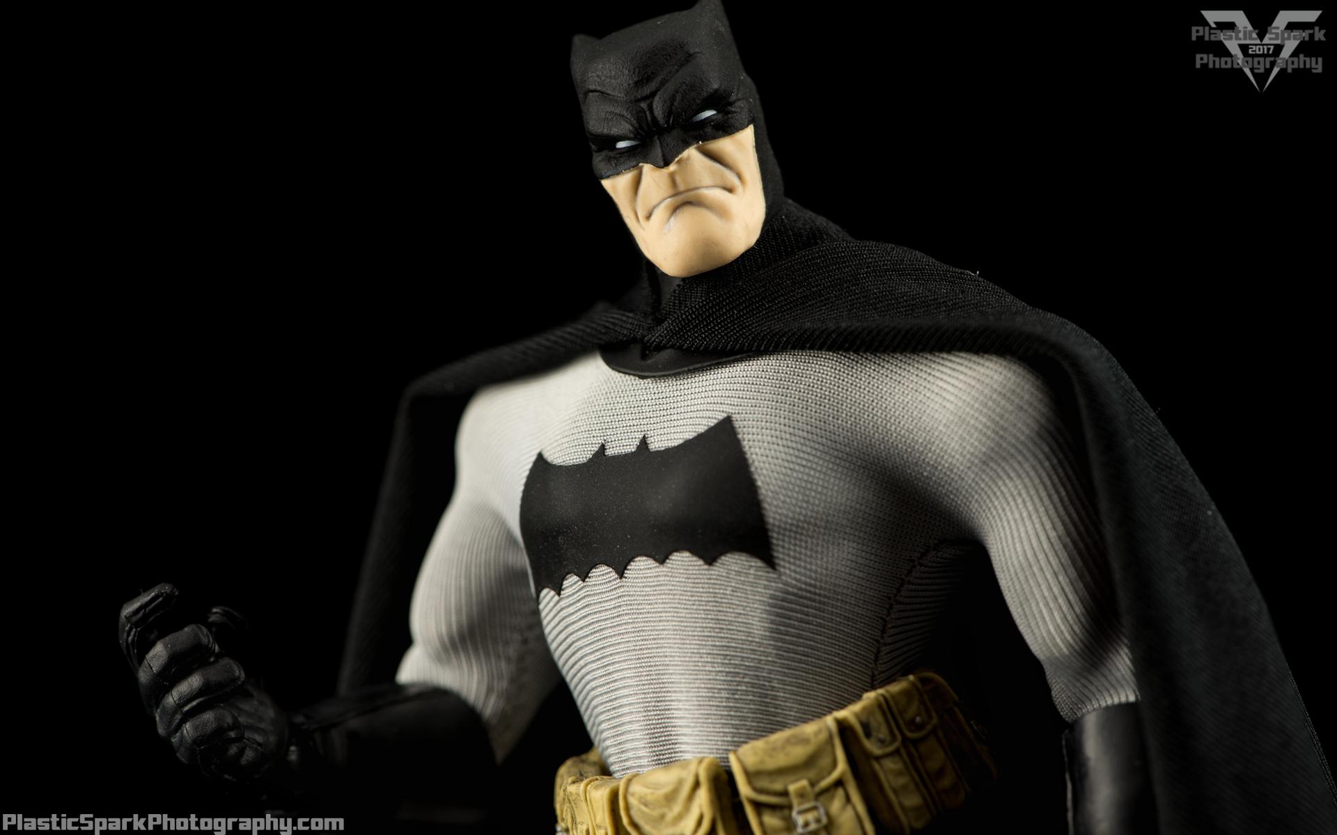 Mezco-One-12-Collective---Batman-(2-of-21).png