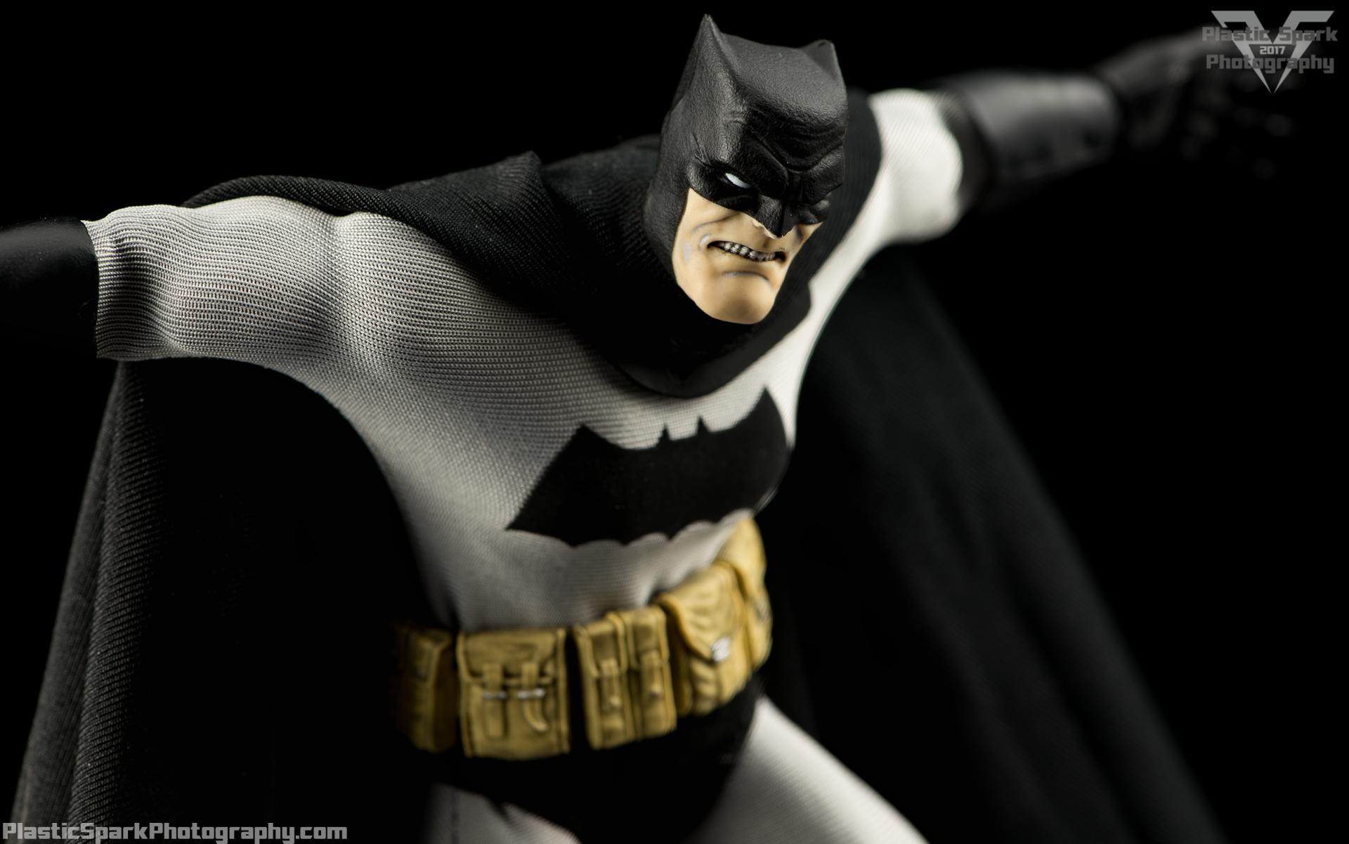 Mezco-One-12-Collective---Batman-(9-of-21).png