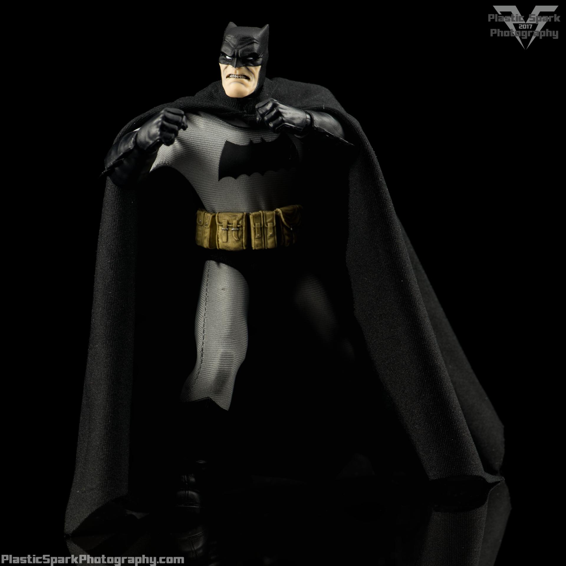 Mezco-One-12-Collective---Batman-(10-of-21).png
