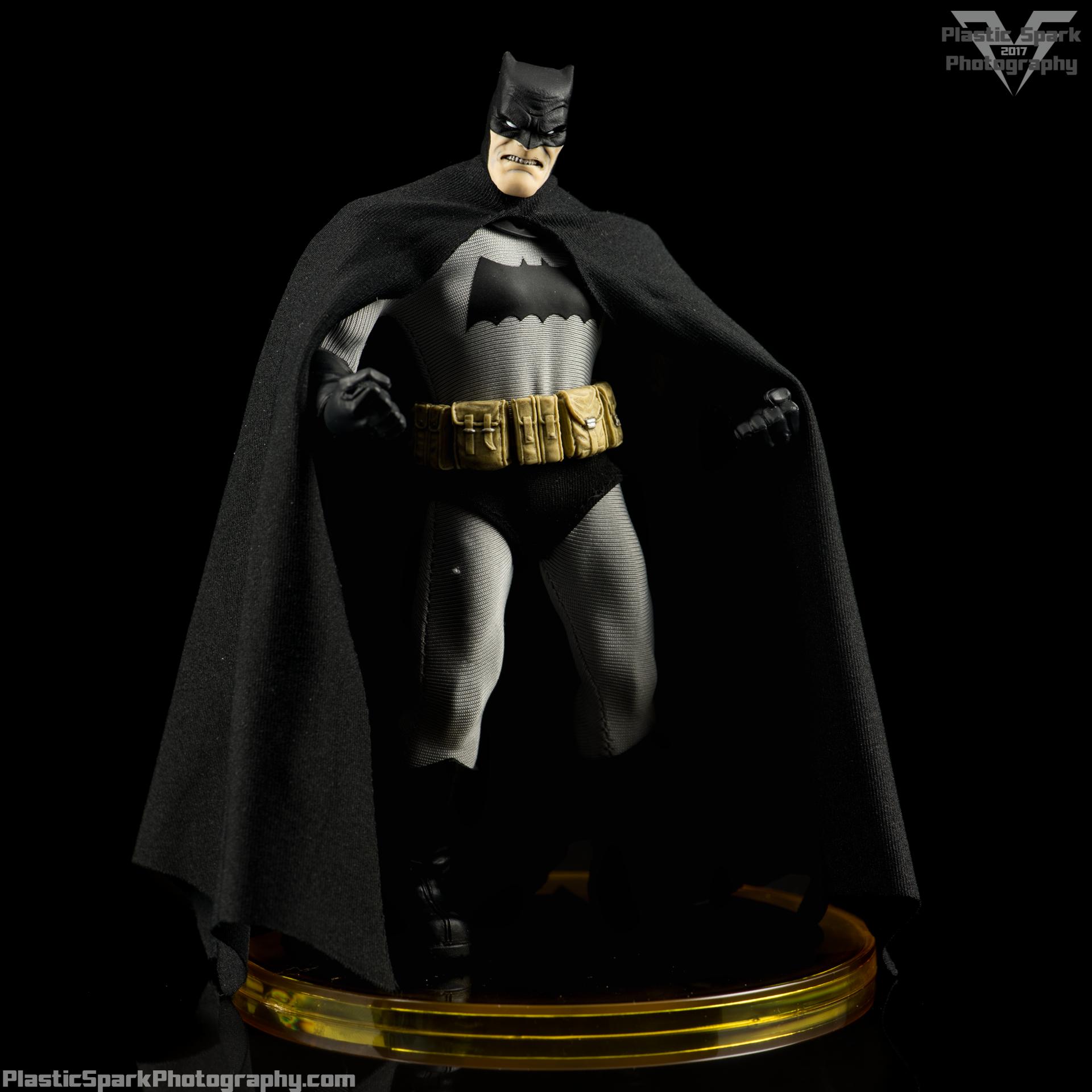 Mezco-One-12-Collective---Batman-(12-of-21).png