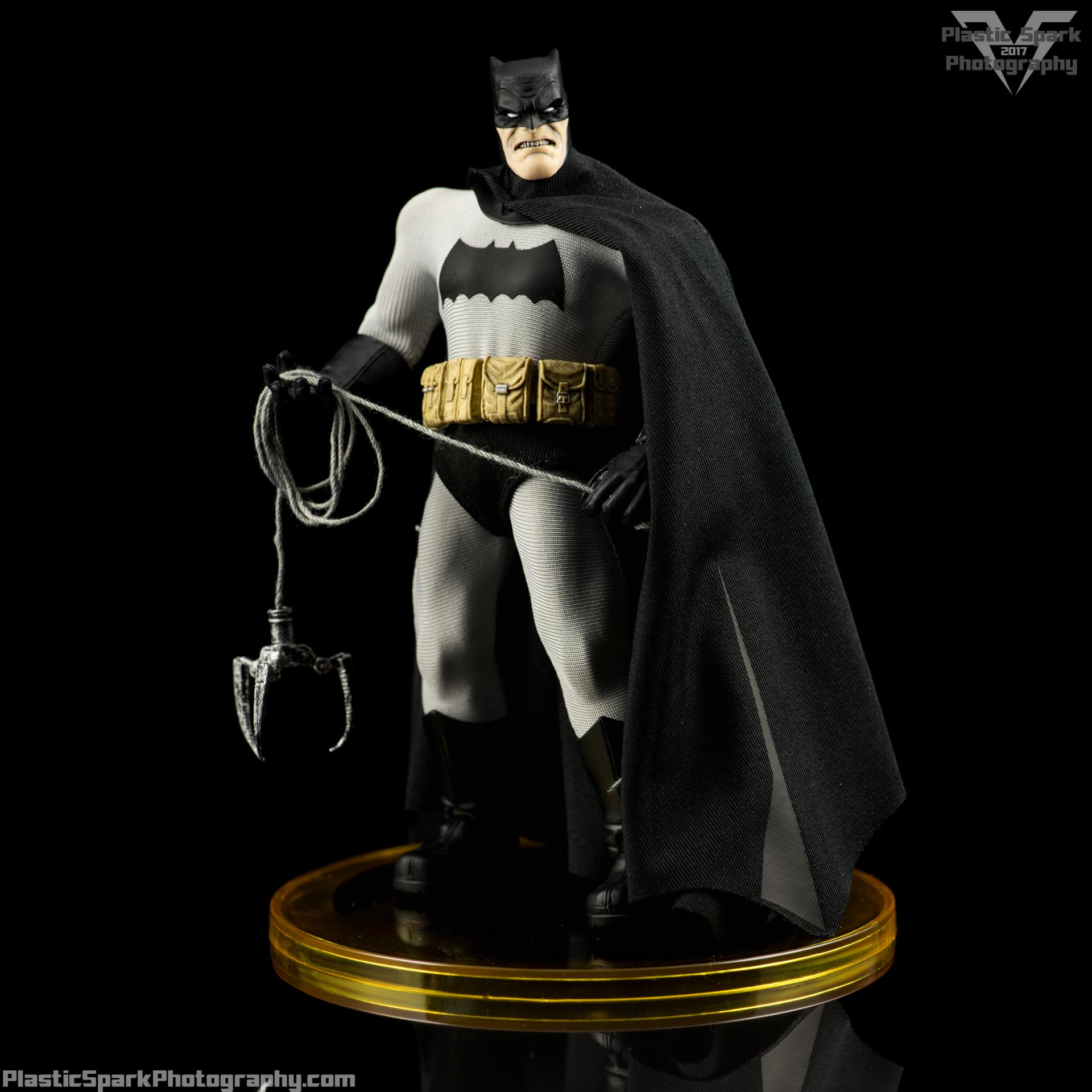 Mezco-One-12-Collective---Batman-(13-of-21).png
