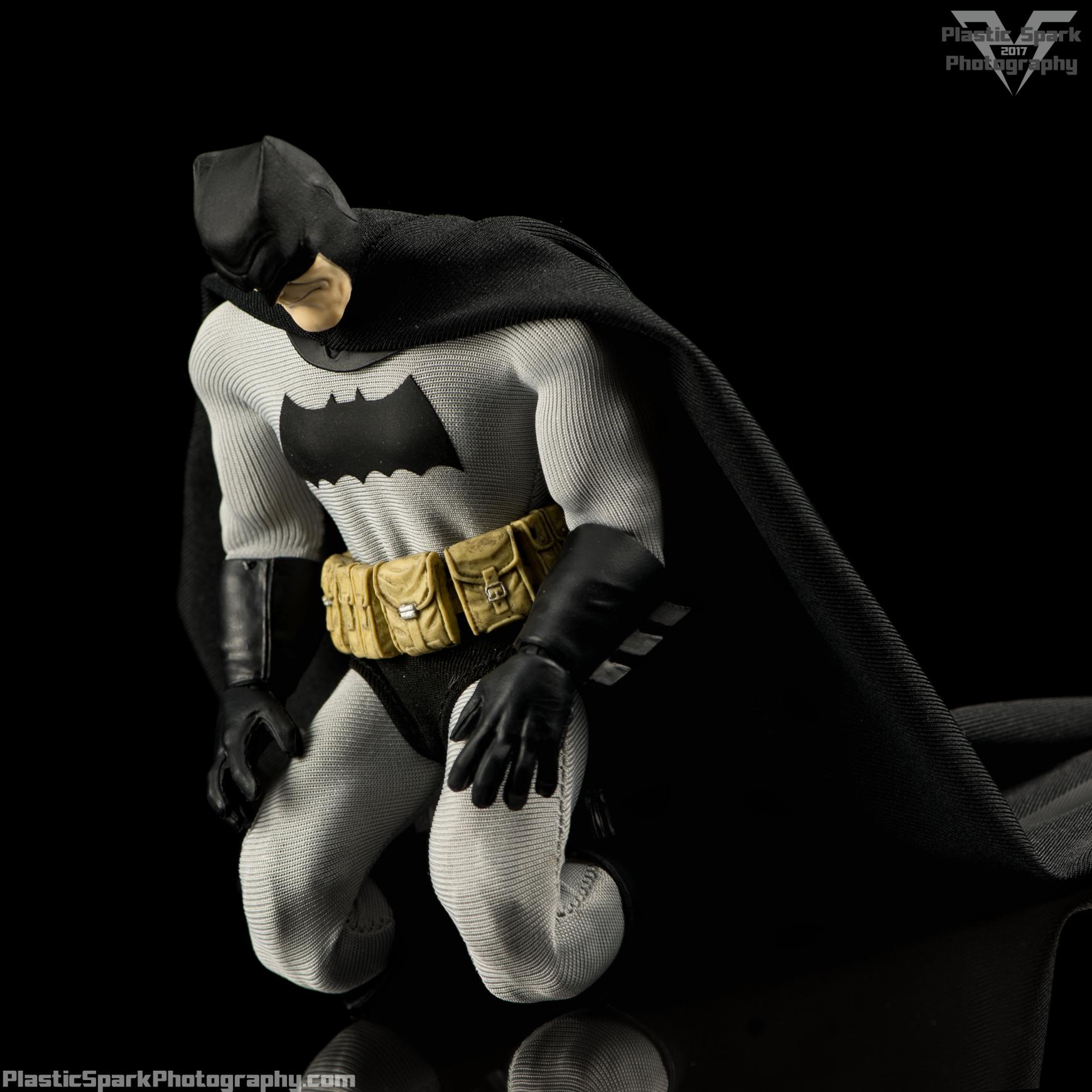 Mezco-One-12-Collective---Batman-(21-of-21).png