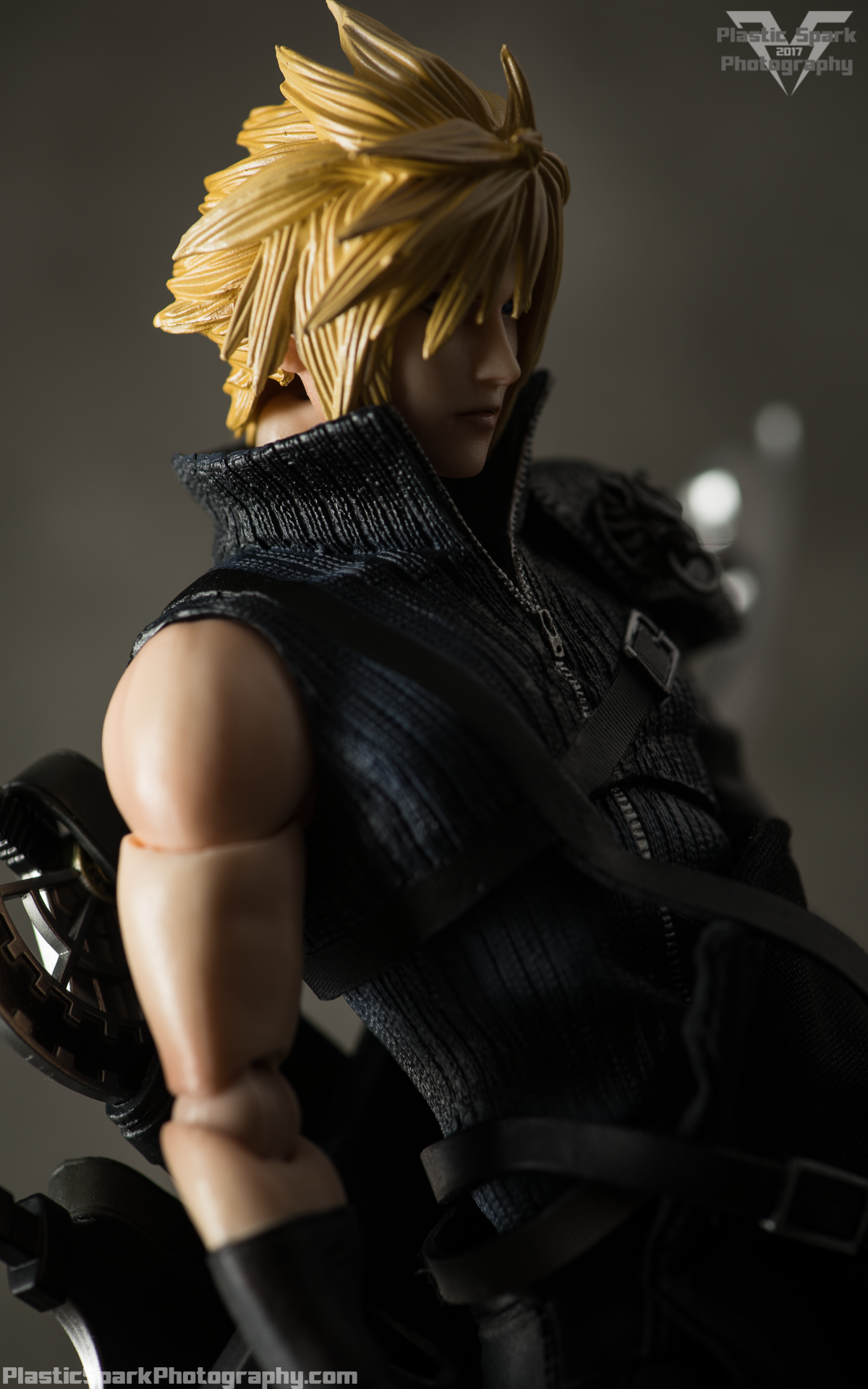 Play-Arts-Kai---Advent-Children-Cloud-(4-of-25).png
