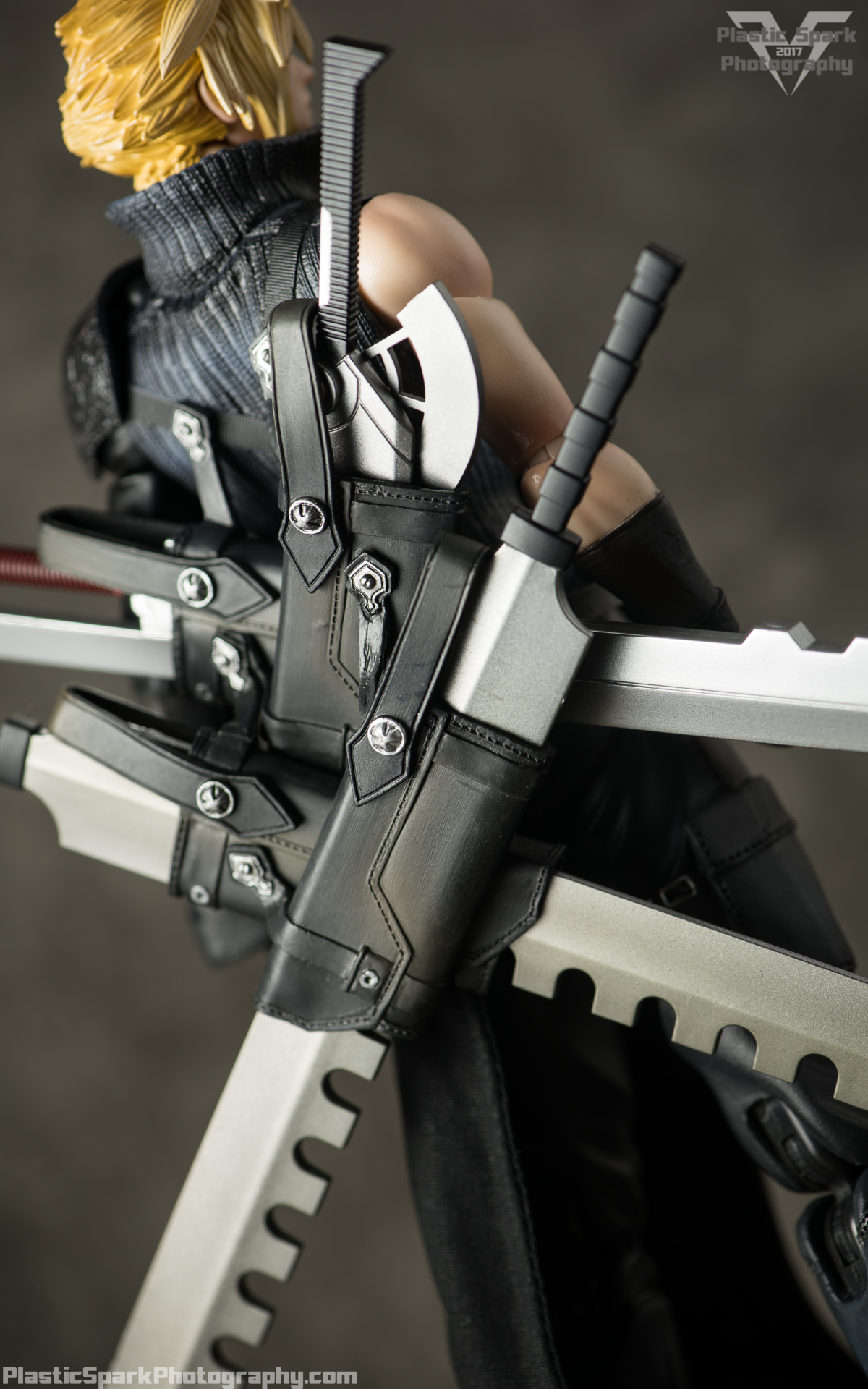 Play-Arts-Kai---Advent-Children-Cloud-(6-of-25).png