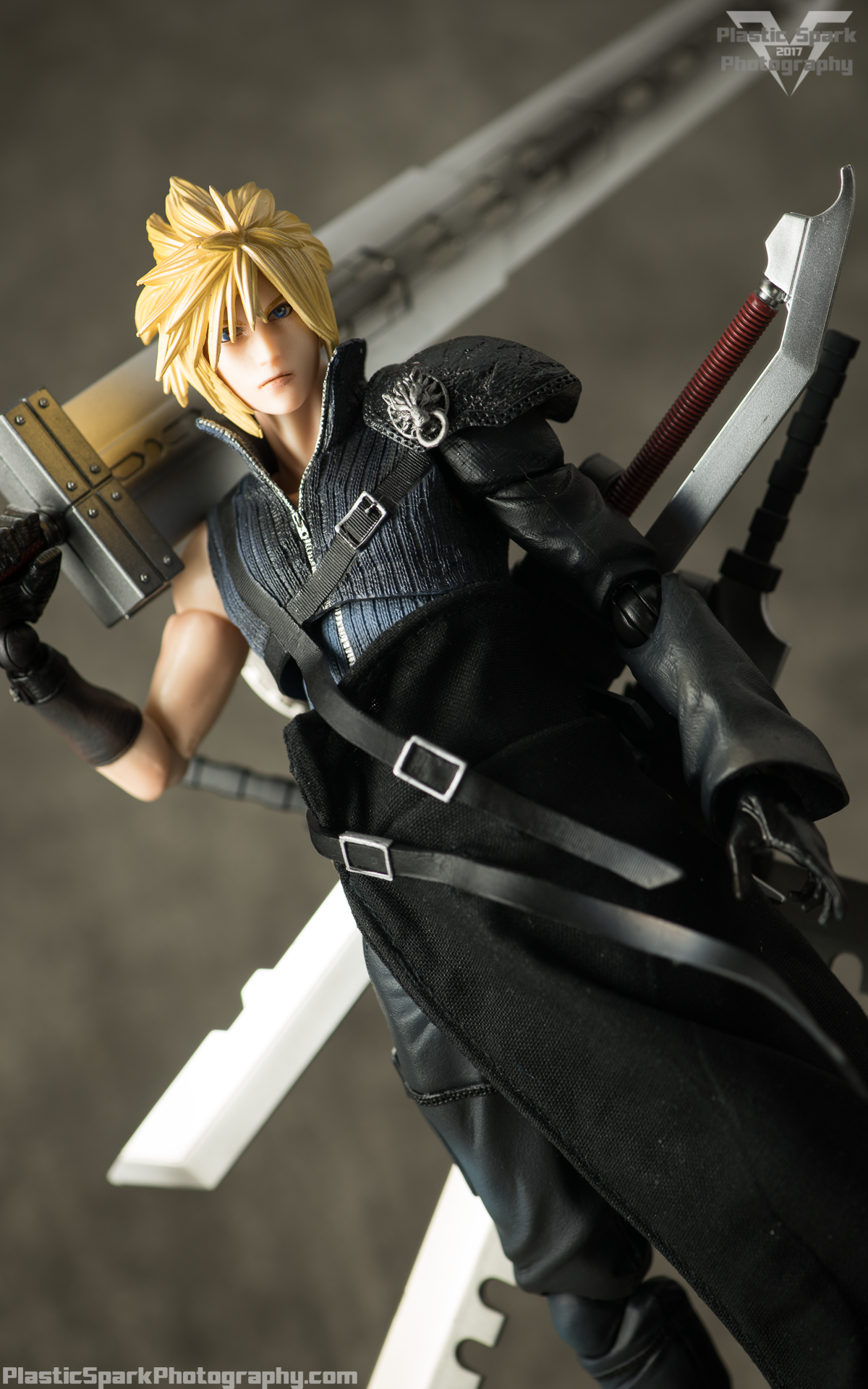 Play-Arts-Kai---Advent-Children-Cloud-(8-of-25).png