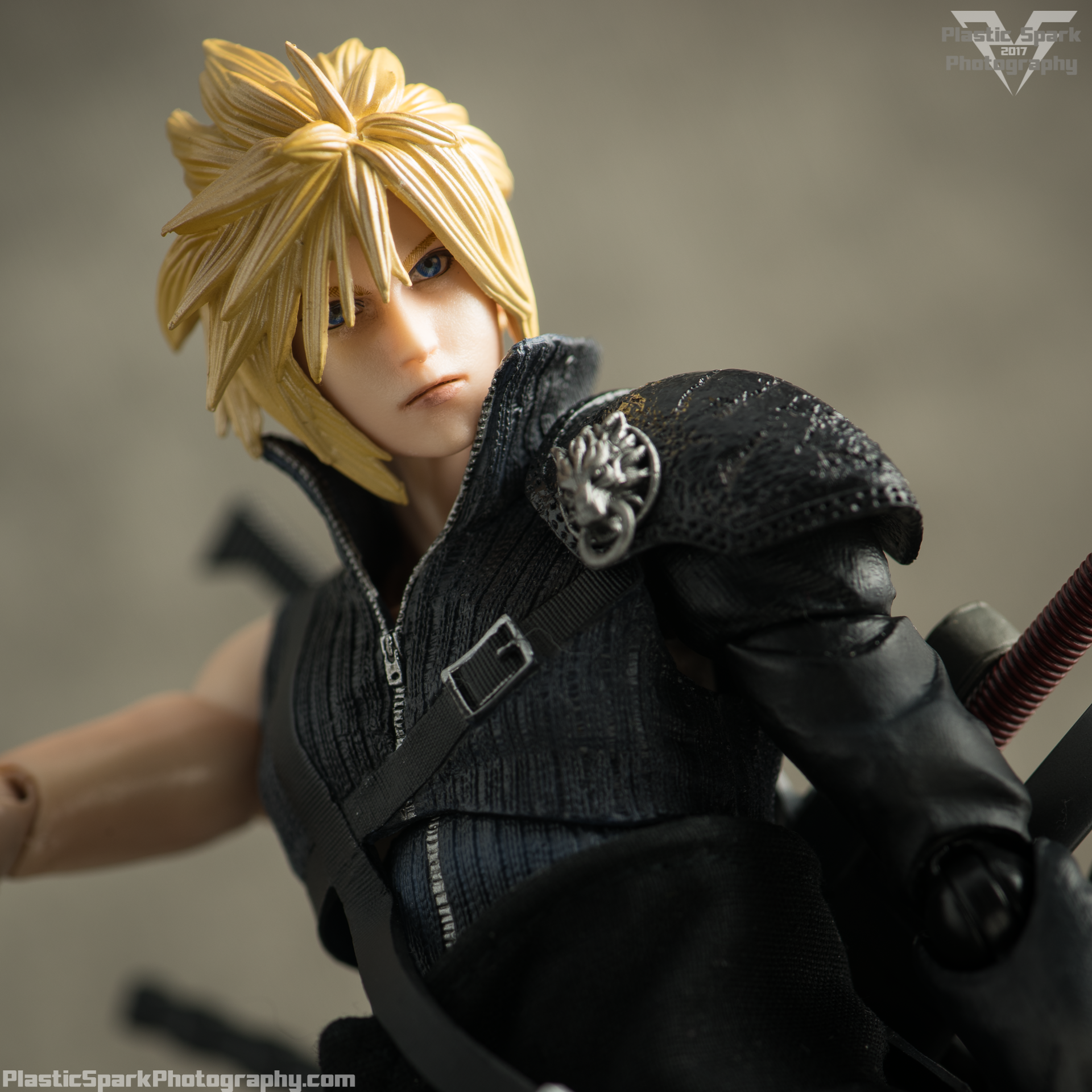 Play-Arts-Kai---Advent-Children-Cloud-(7-of-25).png