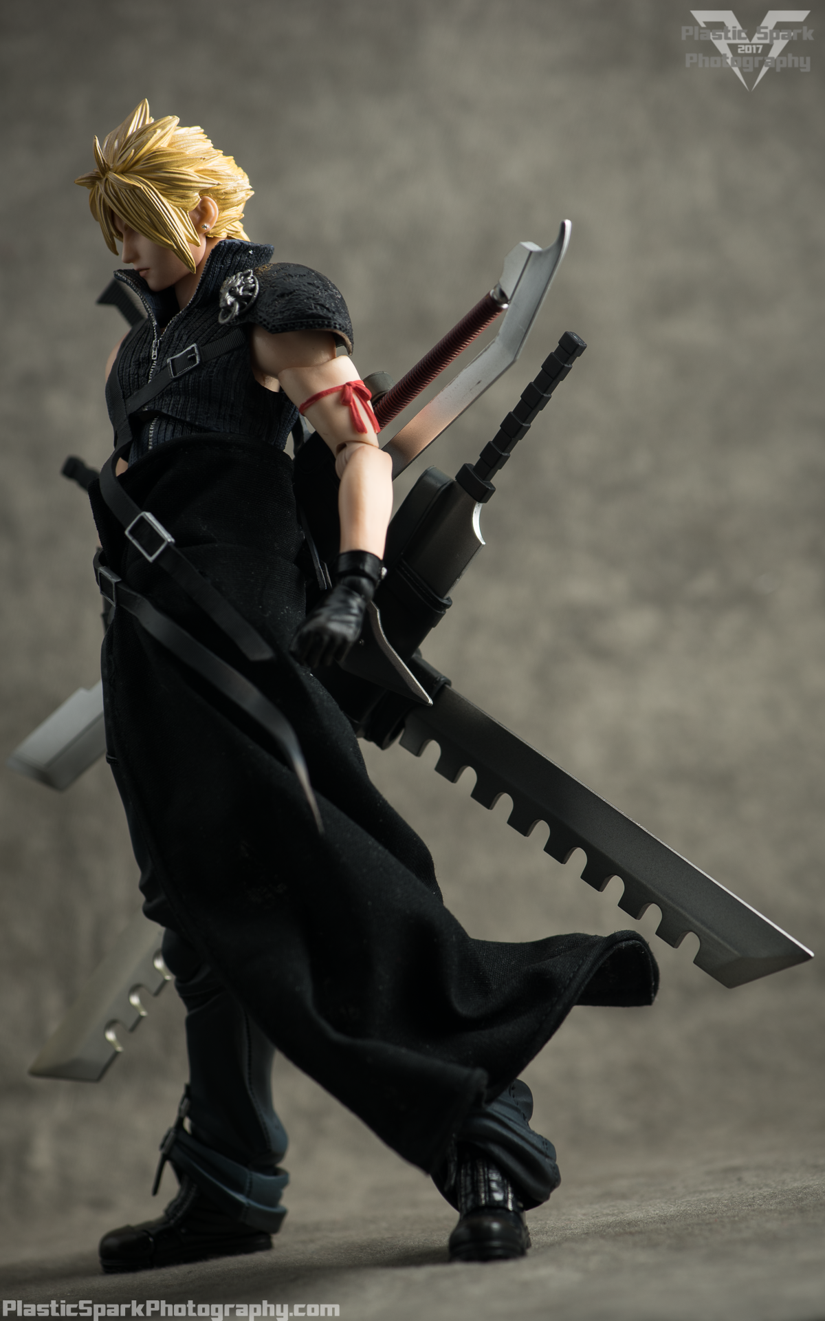 Play-Arts-Kai---Advent-Children-Cloud-(15-of-25).png