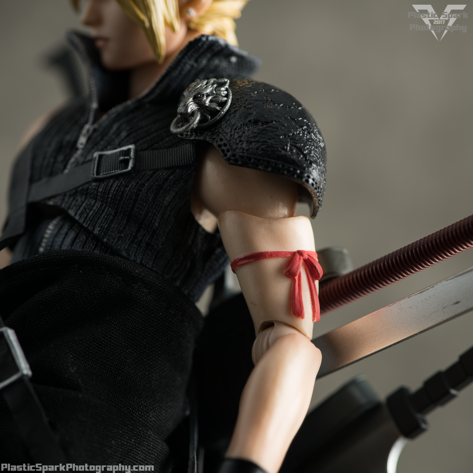 Play-Arts-Kai---Advent-Children-Cloud-(16-of-25).png